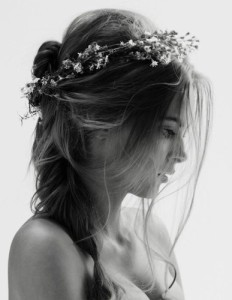 beauty,flowercrown,flowers,hair,ppl,blackwhite-973c325dd9b28f037e204c5bfc3fa998_h
