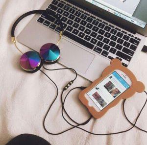 tumblr-relax-technology-headphones-favim-com-3675604